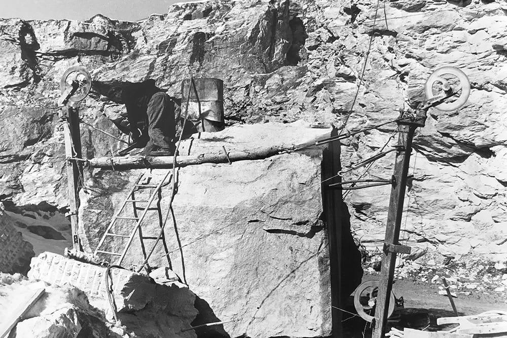 Riquadratura di un blocco in cava con file elicoidale a Verrayes